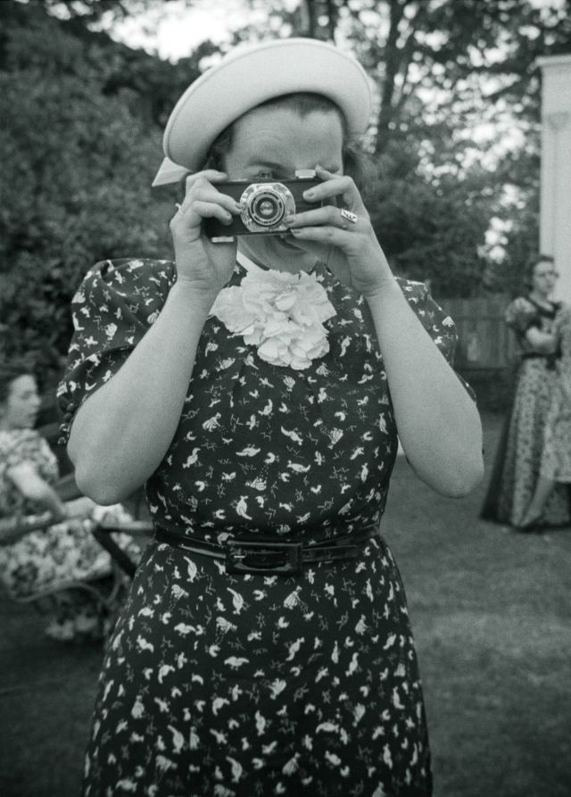 vintage-women-with-their-cameras-5